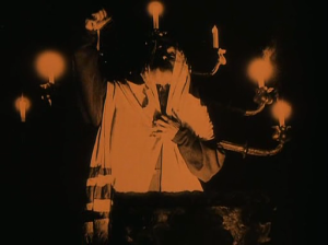 The Rabbi Jehuda during the first scene of worship in the film is spectacularly filmed by Karl Freund.
